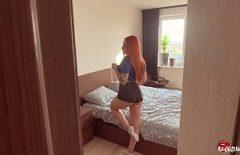 المرأة ذات الشعر الأحمر تمارس الجنس مع ديك كبيرة