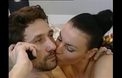 امرأة سمراء مغر مارس الجنس في الحمار من الصعب جدا