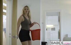 ماريا تسمح لصديقها أن يمارس الجنس مع زميلتها في الشقة